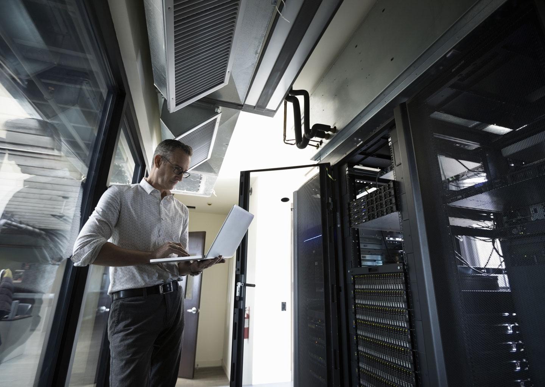 Entenda a diferença entre servidor dedicado e não dedicado